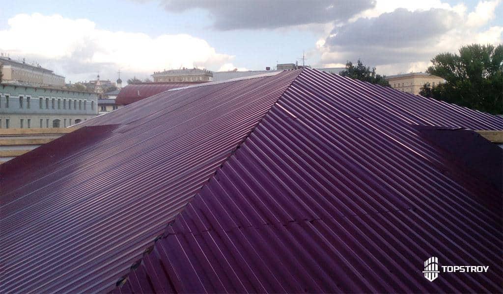 крыша из профнастила городского многоэтажного дома